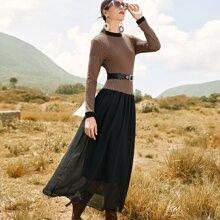 Zweifarbiges Kleid mit Netzeinsatz ohne Guertel