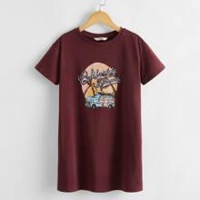 T-Shirt Kleid mit sehr tief angesetzter Schulterpartie und Grafik