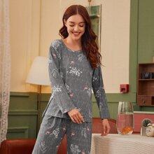 Conjunto de pijama de rayas con estampado de flamenco
