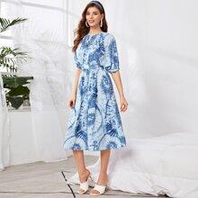 Kleid mit Knoten, offener Rueckseite, Dolmanaermeln und Batik