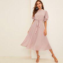 Kleid mit Flatteraermeln, Punkten Muster und Guertel