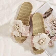Chancletas de punta abierta con diseño floral