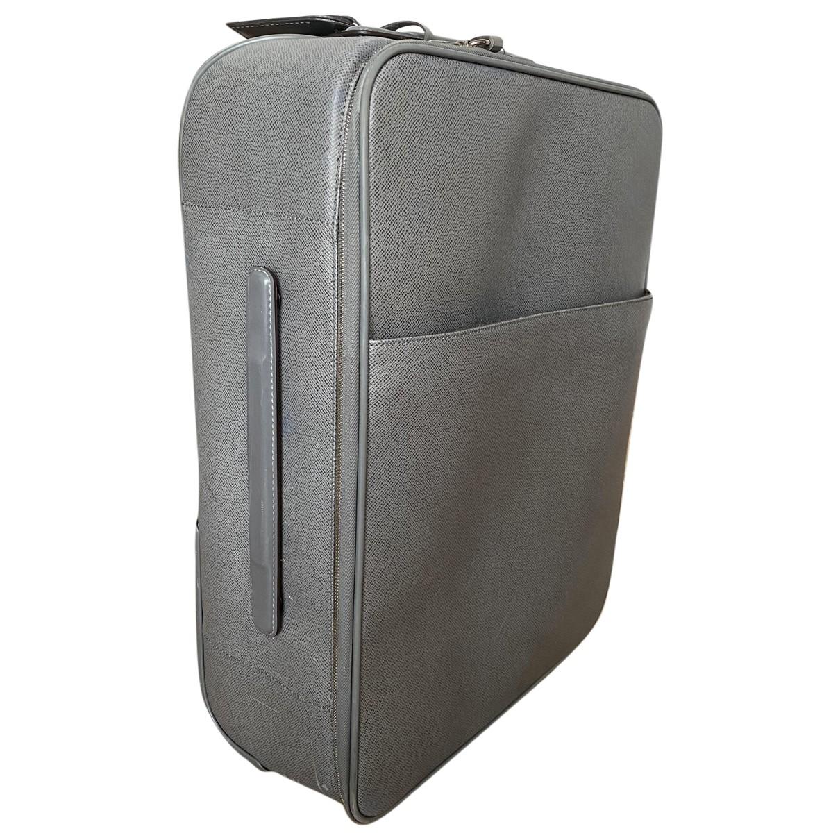 Louis Vuitton - Sac de voyage Pegase pour femme en cuir - gris