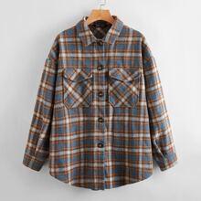 Mantel mit Knopfen vorn, Taschen Klappe, gebogenem Saum und Karo Muster