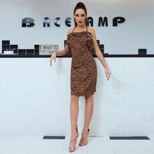 DKRX Rueckenfreies Cami Kleid mit Raffungsaum und Leopard Muster