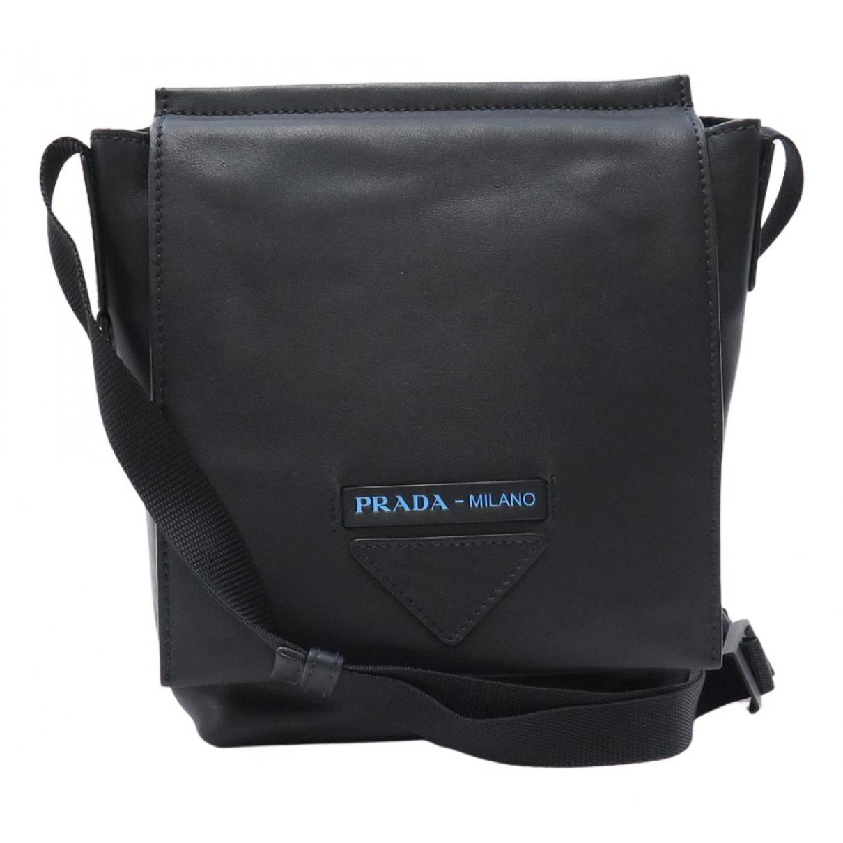 Prada \N Taschen in  Schwarz Leder