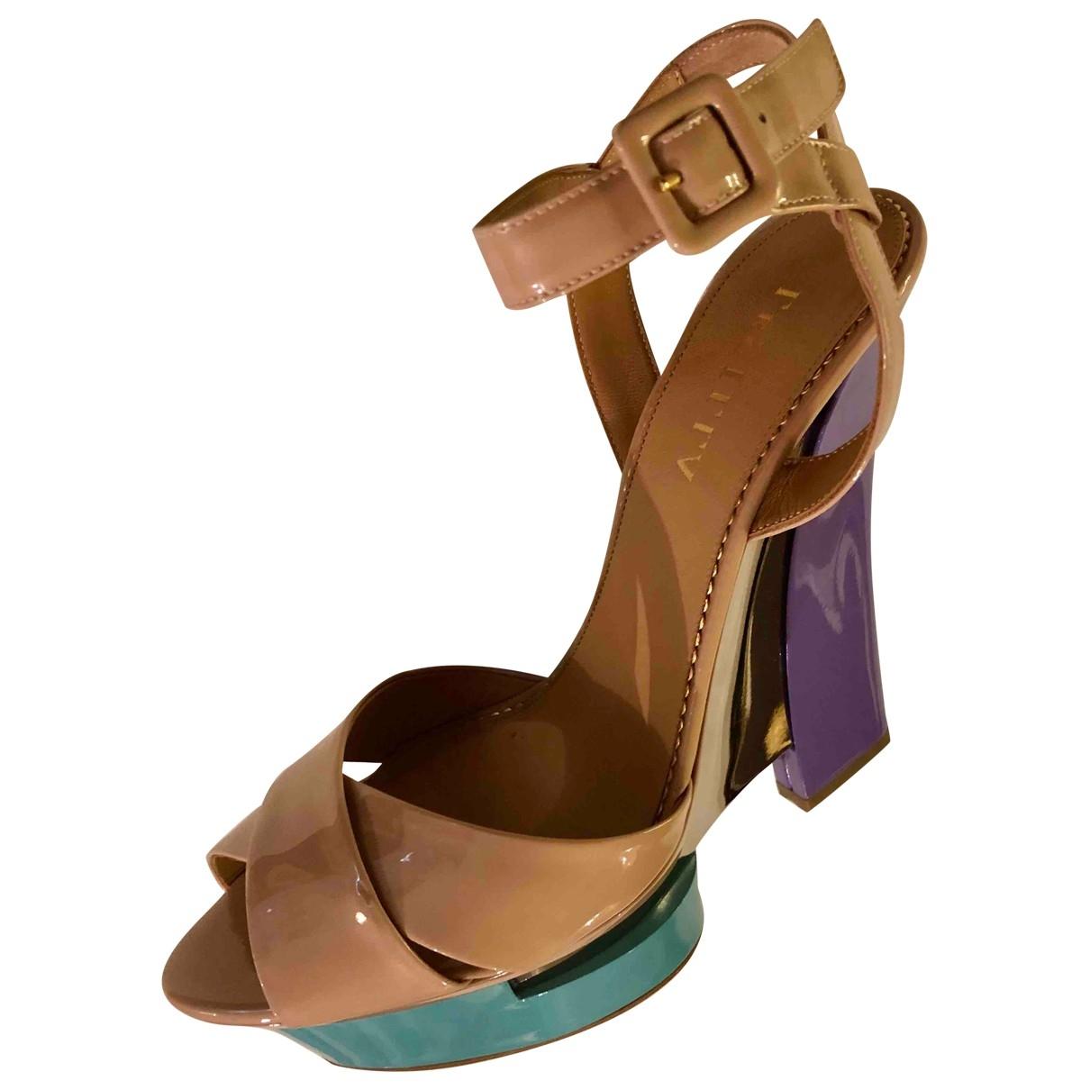 Le Silla - Sandales   pour femme en cuir verni - beige