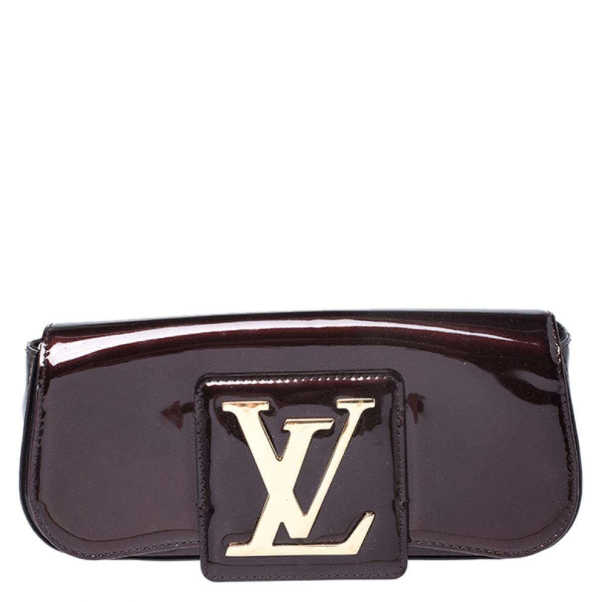 Louis Vuitton Sobe Clutch in  Bordeauxrot Lackleder