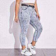Jeans mit schraegen Taschen ohne Guertel