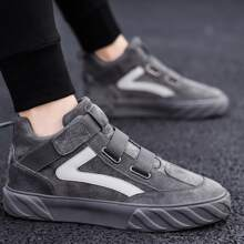Maenner Zweifarbige Sneakers mit weiter Passform