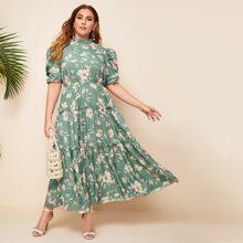 Kleid mit Ruesche, Stehkragen, Puffaermeln, mehrschichtigem Saum und Blumen Muster