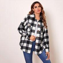 Mantel mit Taschen Klappe vorn, gebogenem Saum und Karo Muster