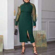 Figurbetontes Kleid mit Punkten Muster auf Ärmeln und Schlitz