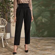 Hose mit Rueschenbesatz, Knopfen und breitem Taillenband