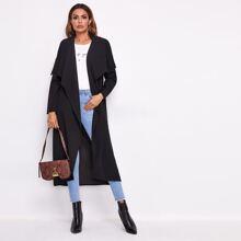 Mantel mit Selbstguertel und Wasserfallkragen