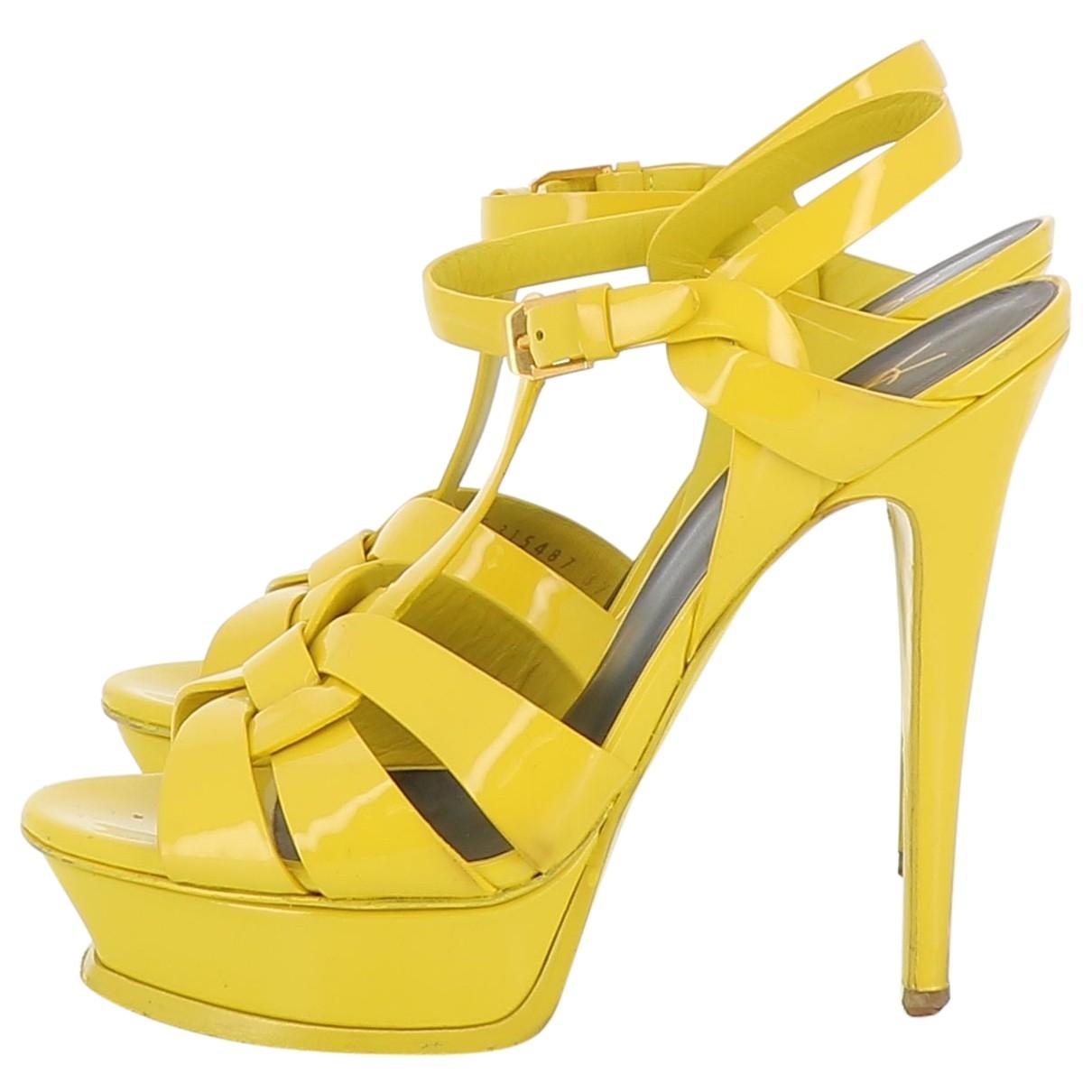 Yves Saint Laurent Tribute Sandalen in  Gelb Lackleder