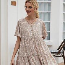 Babydoll Kleid mit ueberallem Muster, Flatteraermeln und Knopfen