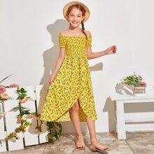 Schulterfreies figurbetontes Kleid mit Raffung, Bluemchen Muster und Wickel Design