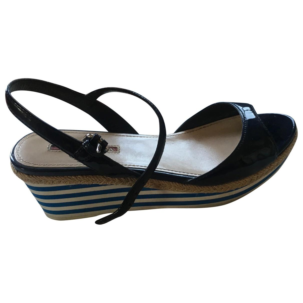 Prada - Sandales   pour femme en cuir verni - bleu