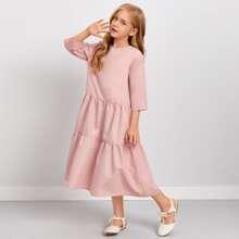 Einfarbiges Kleid mit Schluesselloch hinten