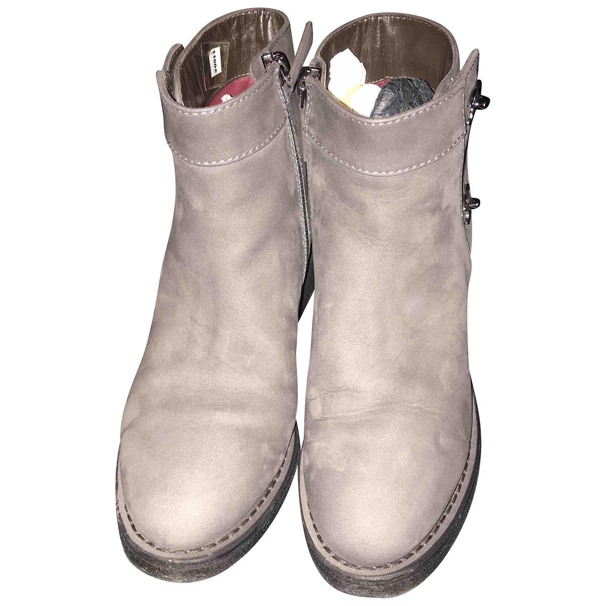 Chanel - Boots   pour femme en suede - gris