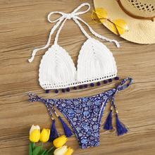 Bikini top de croche con pompon con cordon lateral floral