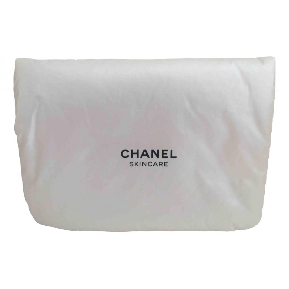 Chanel \N Reisetasche in  Weiss Polyester