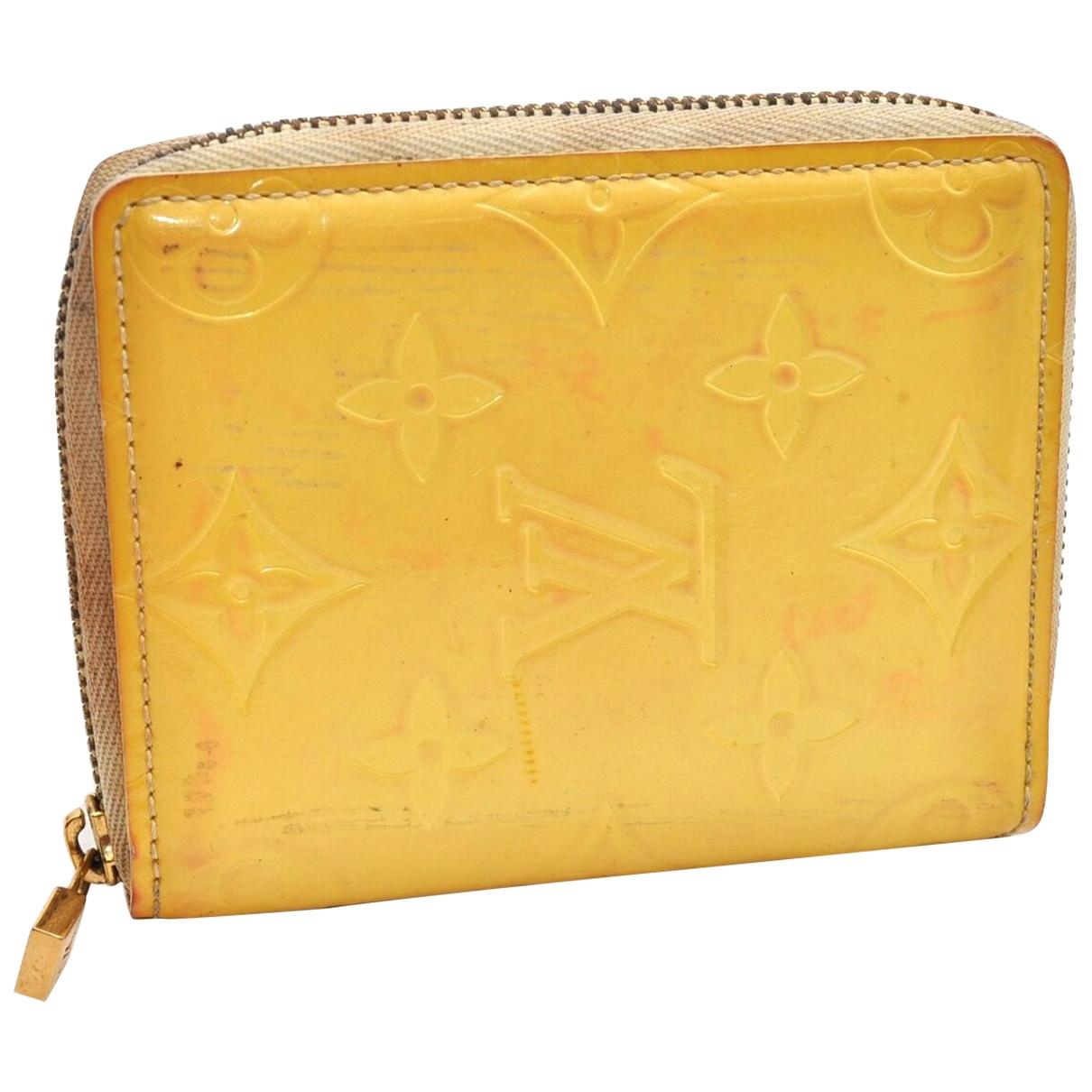 Louis Vuitton \N Portemonnaie in  Gelb Lackleder