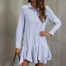 Kleid mit Streifen und Knopfen vorn
