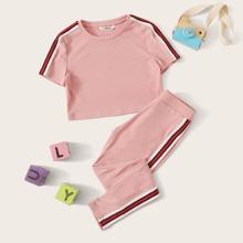 Maedchen Strick T-Shirt mit Streifen Band auf den Seiten und Leggings