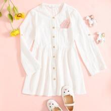 Kleid mit Taschen Flicken und Knopfen vorn