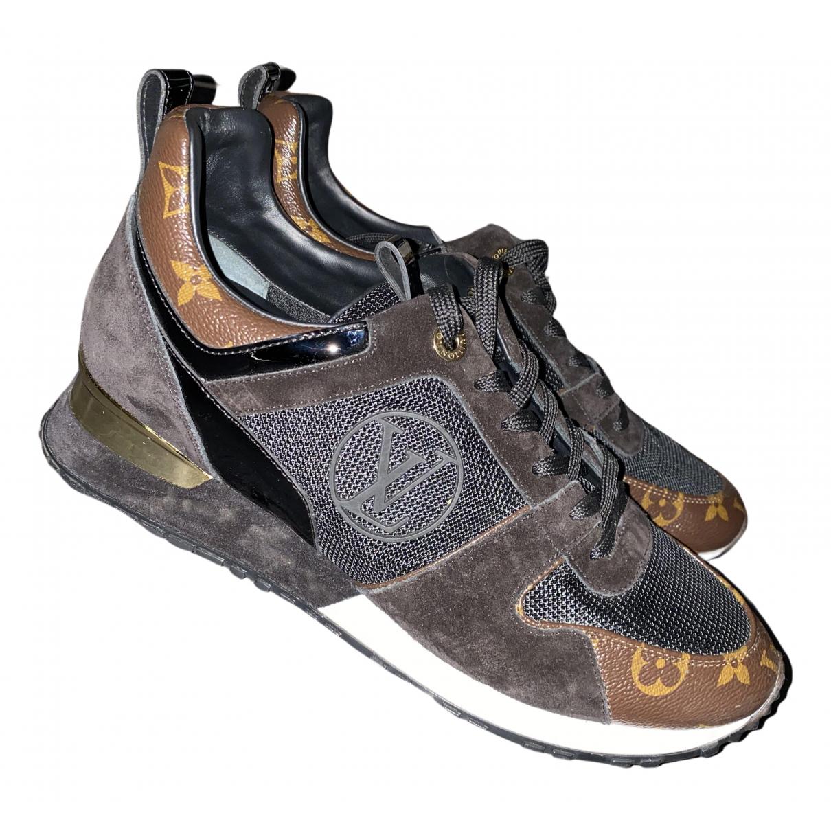 Louis Vuitton Run Away Sneakers in  Braun Leinen