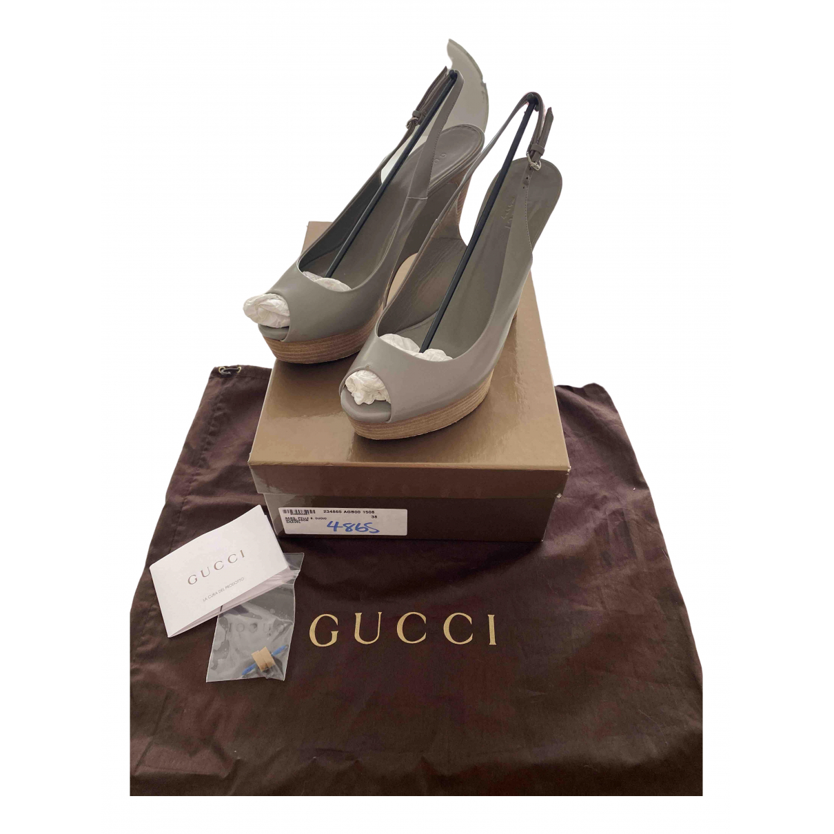 Gucci \N Pumps in  Grau Leder