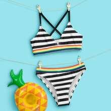 Bikini Badeanzug mit Streifen und Kreuzgurt