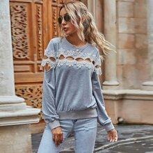 Sweatshirt mit Kontrast Spitze und Ausschnitt