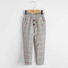 Hose mit Karo Muster und Papiertaschen auf Taille