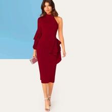 Kleid mit einer Schulter, Rueschen und Schlitz