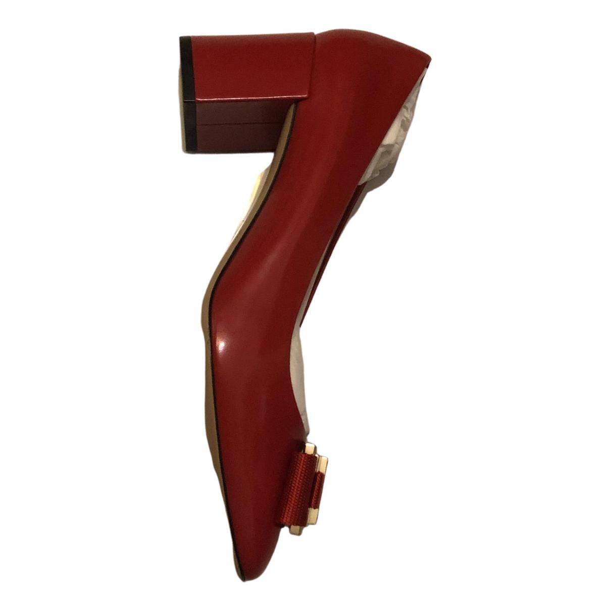 Salvatore Ferragamo \N Pumps in  Rot Leder