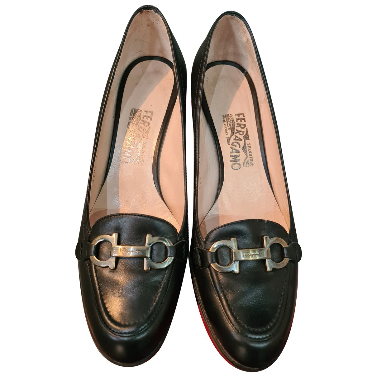 Salvatore Ferragamo N Black Leather Flats for Women 39 EU