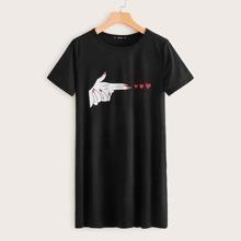 Vestido estilo camiseta con estampado de corazon y figura - grande