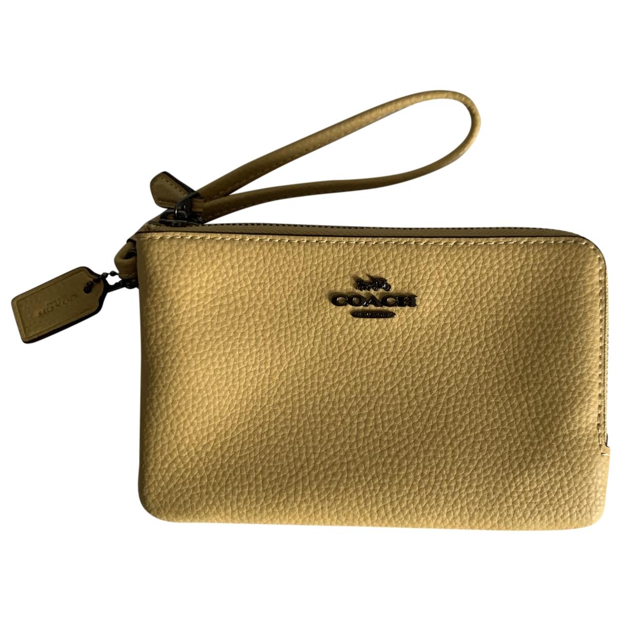 Coach - Petite maroquinerie   pour femme en cuir - jaune