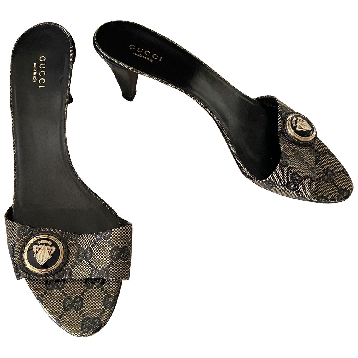 Zuecos de Charol Gucci