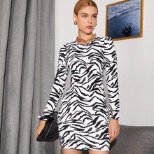 Figurbetontes Kleid mit Tiger Streifen
