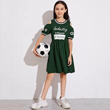 Maedchen Schulterfreies Kleid mit Buchstaben Grafik und Streifen