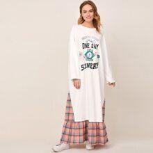 2 In 1 Kleid mit sehr tief angesetzter Schulterpartie, Buchstaben Grafik, Karo Muster und Rueschen