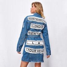 Denim Mantel mit Buchstaben Flicken, Riss und Guertel