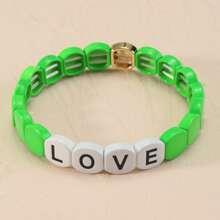 Armband mit Buchstaben Dekor und Perlen