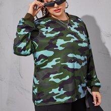Sweatshirt in Ubergrosse mit Camo Muster und rundem Kragen