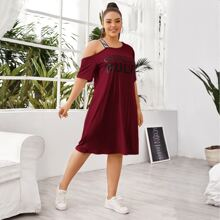 T-Shirt Kleid mit Buchstaben Grafik und asymmetrischem Kragen
