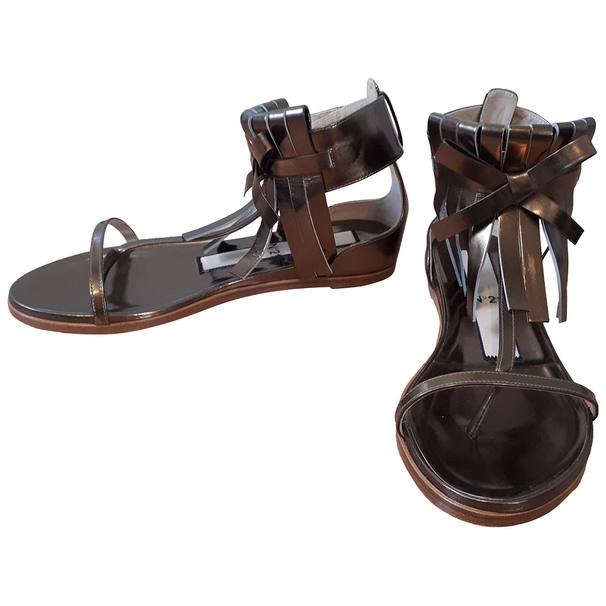 N°21 - Sandales   pour femme en cuir - metallise